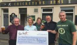 Punters raise £1,000 for the Steve Prescott Foundation by buying a pint